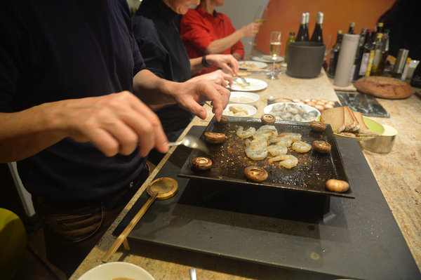 table-cooking with fondues and tepanyaki-grills